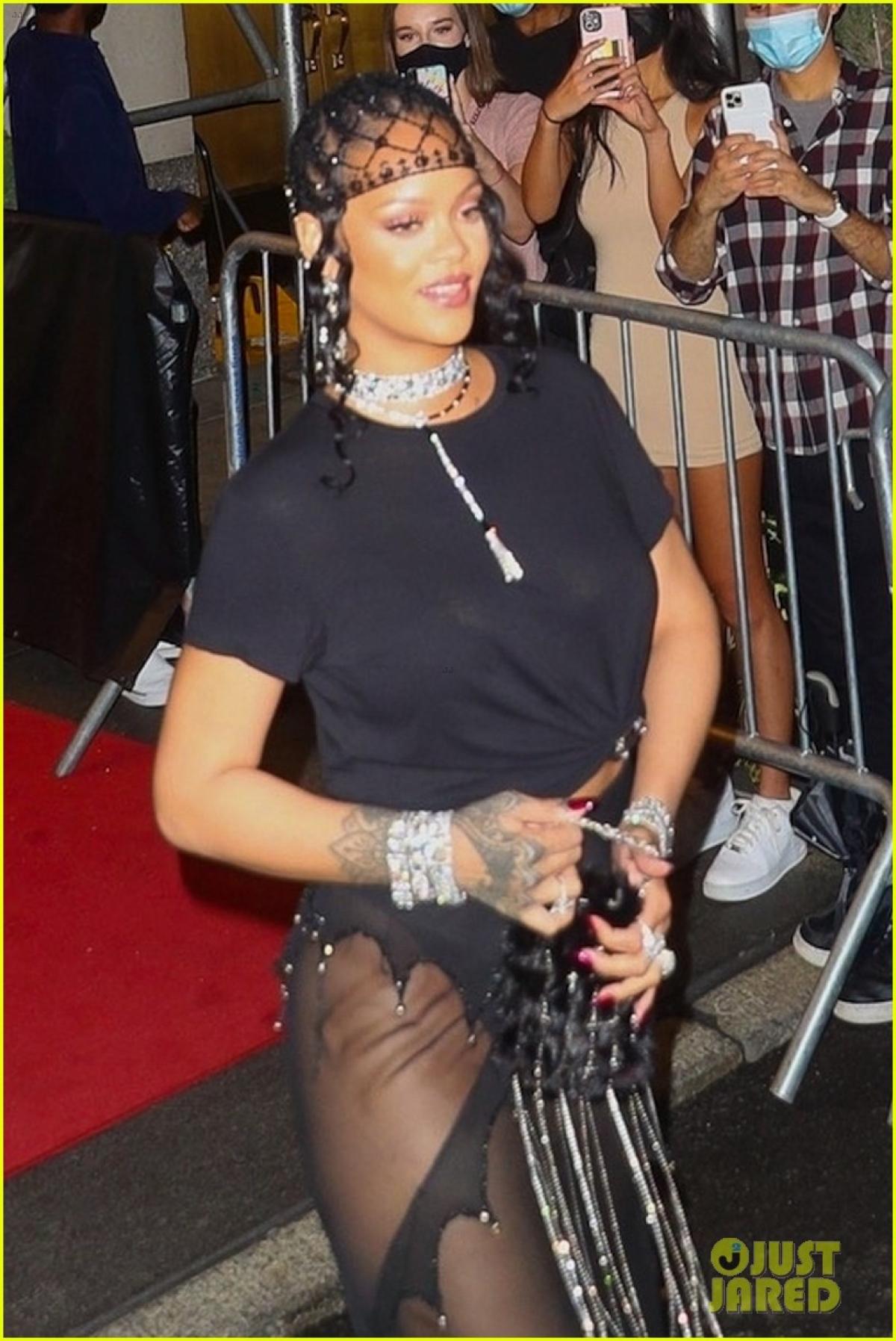 Sự xuất hiện của Rihanna khiến giới truyền thông và công chúng quan tâm.