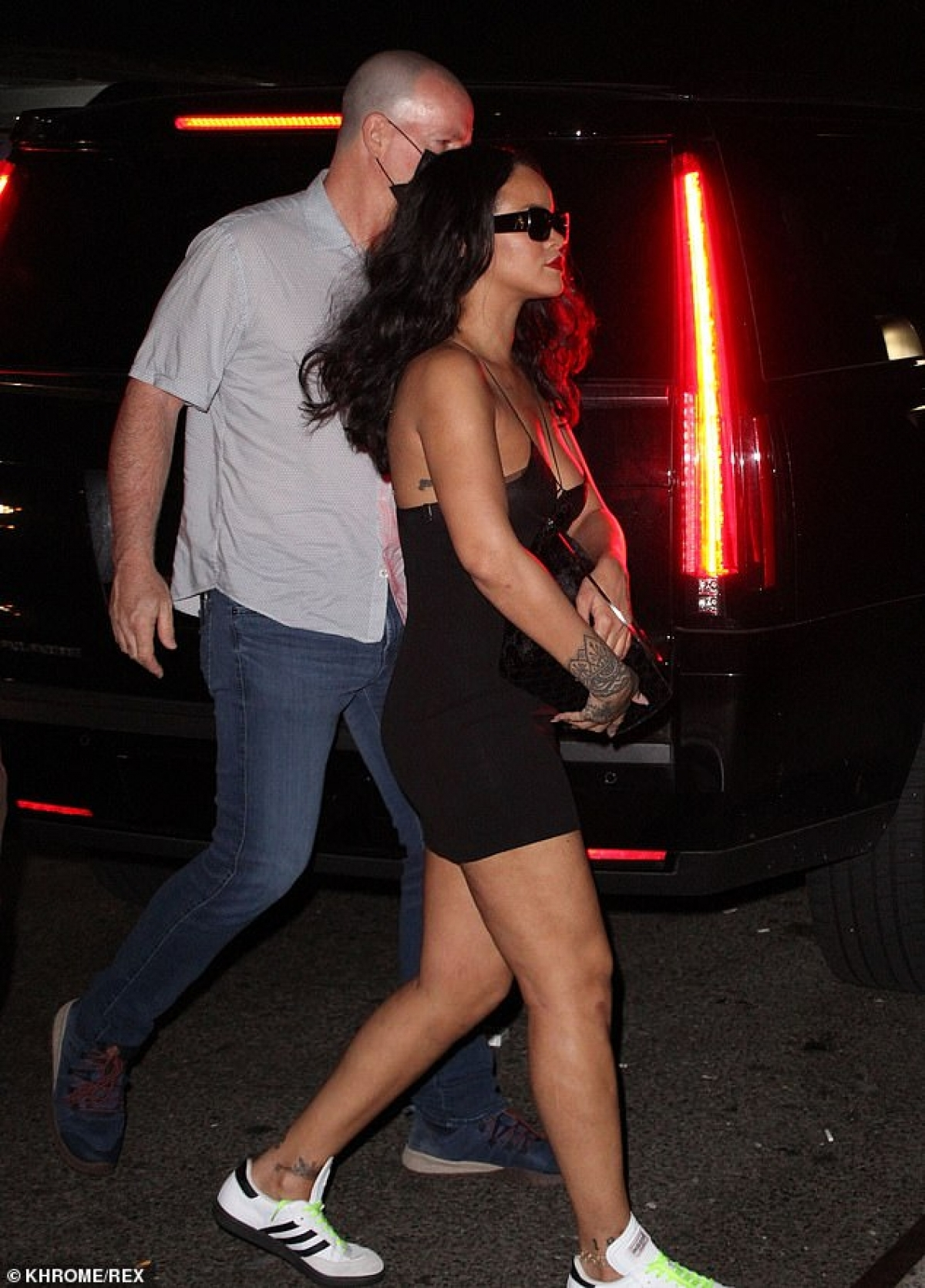 Forbes ước tính, khối tài sản của Rihanna vào khoảng 1,7 tỷ USD (1,2 tỷ bảng Anh).