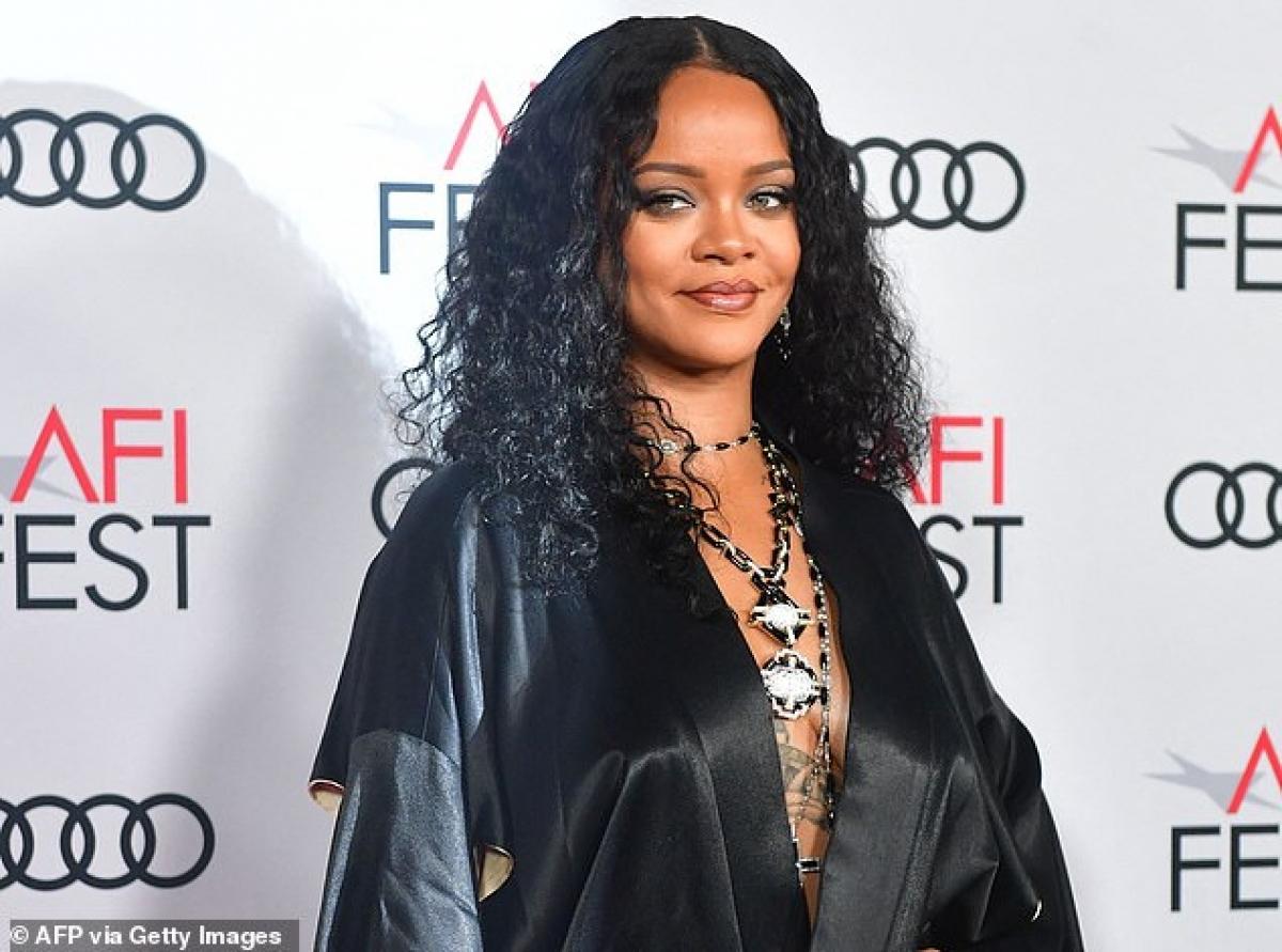 Ngoài thu nhập kiếm được từ ca hát, tour diễn và loạt bài hát hit đứng đầu các BXH âm nhạc trong những năm qua, thì phần lớn tài sản của cô đến từ thương hiệu mỹ phẩm Fenty Beauty.