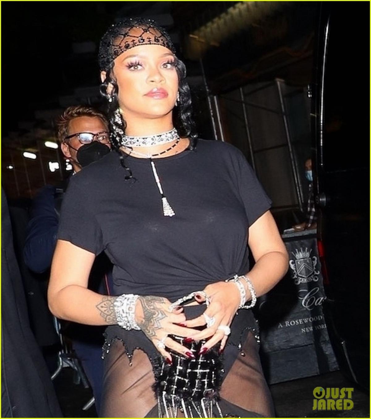 Ngoài thu nhập kiếm được từ ca hát, tour diễn và loạt bài hát hit đứng đầu các BXH âm nhạc trong những năm qua, thì phần lớn tài sản của cô đến từ thương hiệu mỹ phẩm Fenty Beauty./.