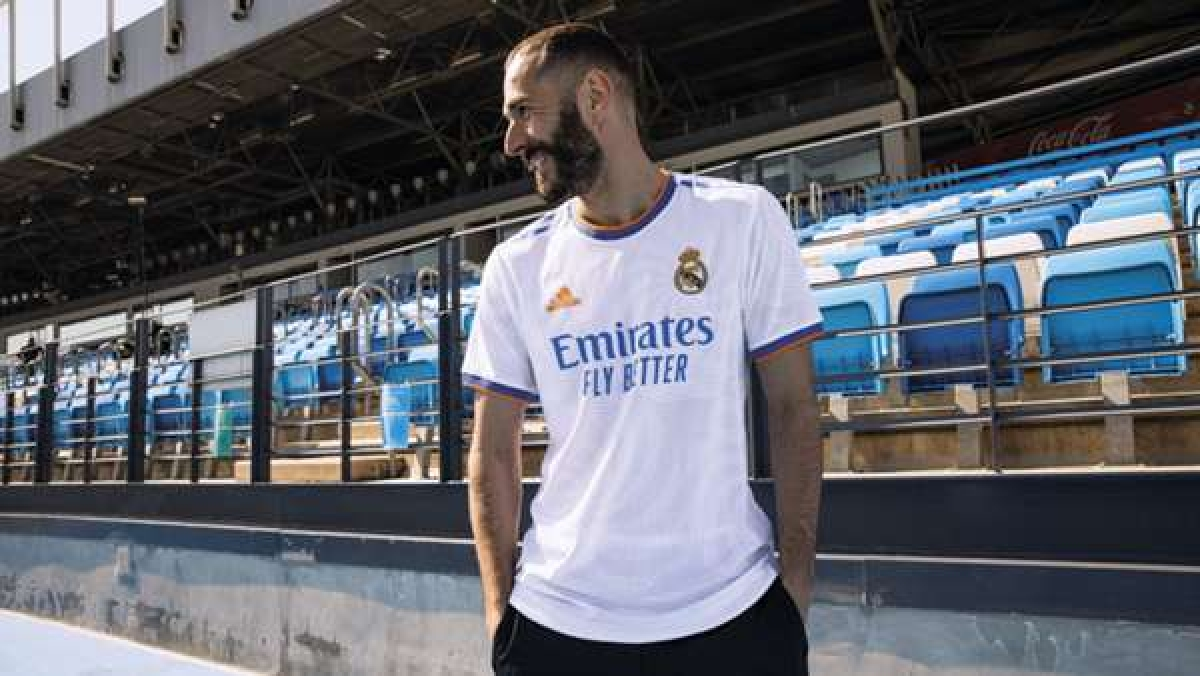 Áo sân nhà của Real Madrid.