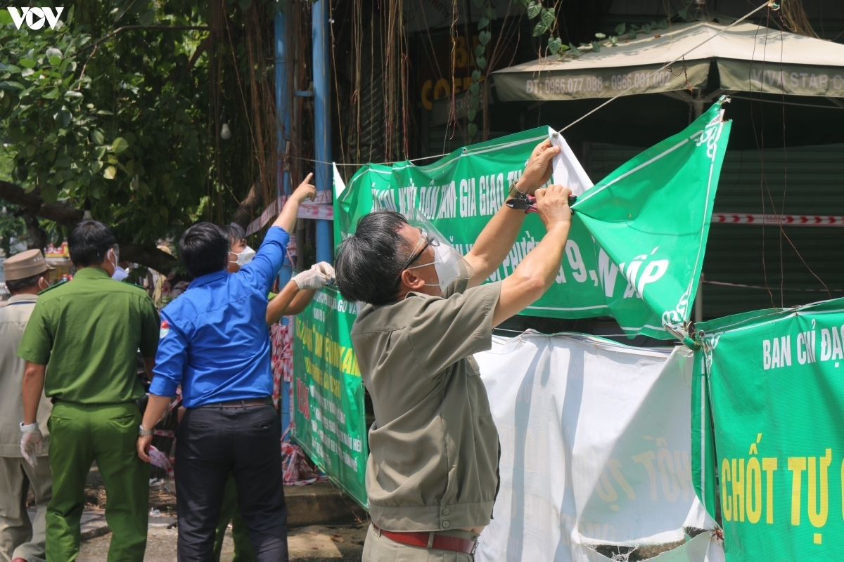 Banners used as shields to protect valleys from virus infection are removed.