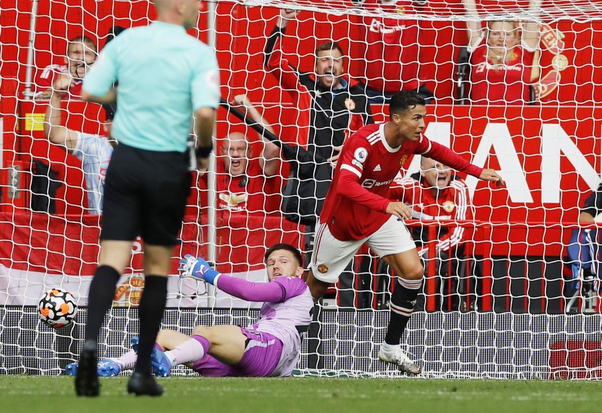 Không phụ sự kỳ vọng của người hâm mộ Quỷ đỏ, Cristiano Ronaldo ghi bàn mở tỷ số ở phút 45+2 với cú đá bồi cận thành.