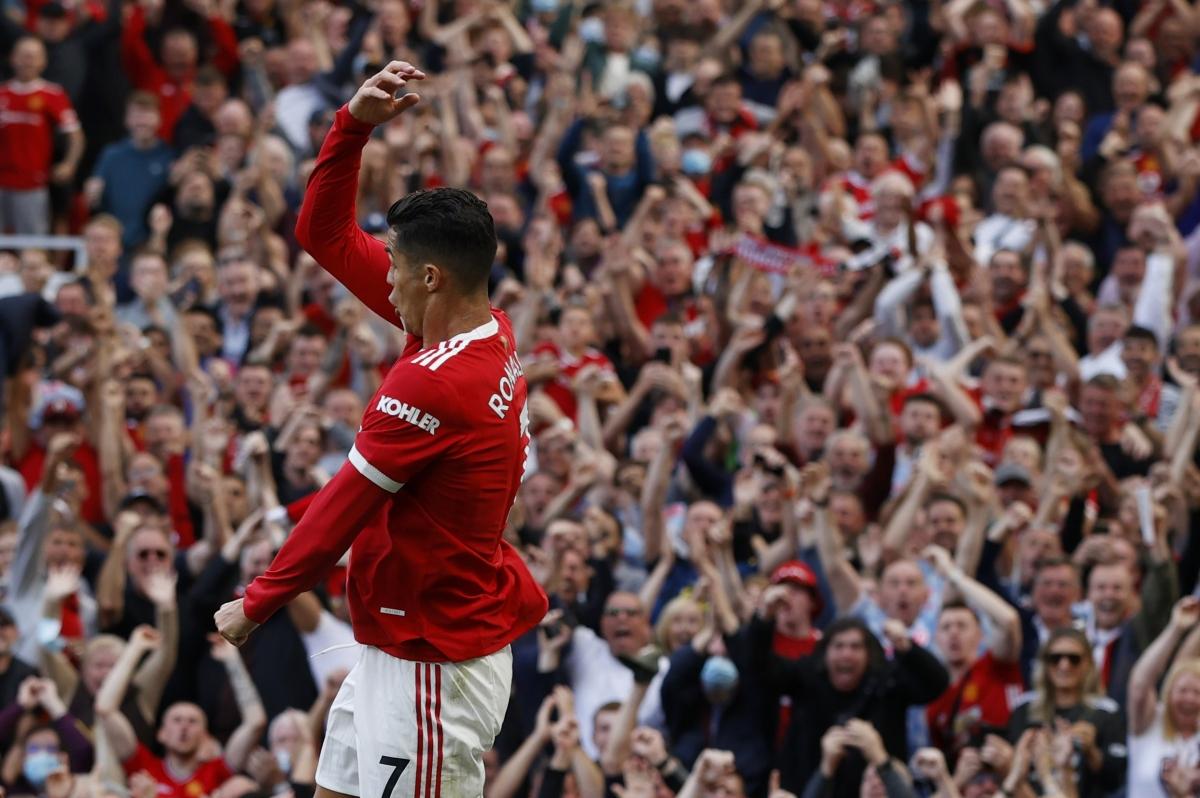 Sân Old Trafford một lần nữa đắm say với màn ăn mừng của CR7.