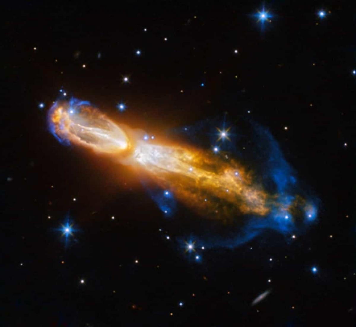 Tinh vân Calabash nằm trong chòm sao Thuyền Vĩ. Nó có thể đạt tốc độ lên tới 1,5 triệu km/h.