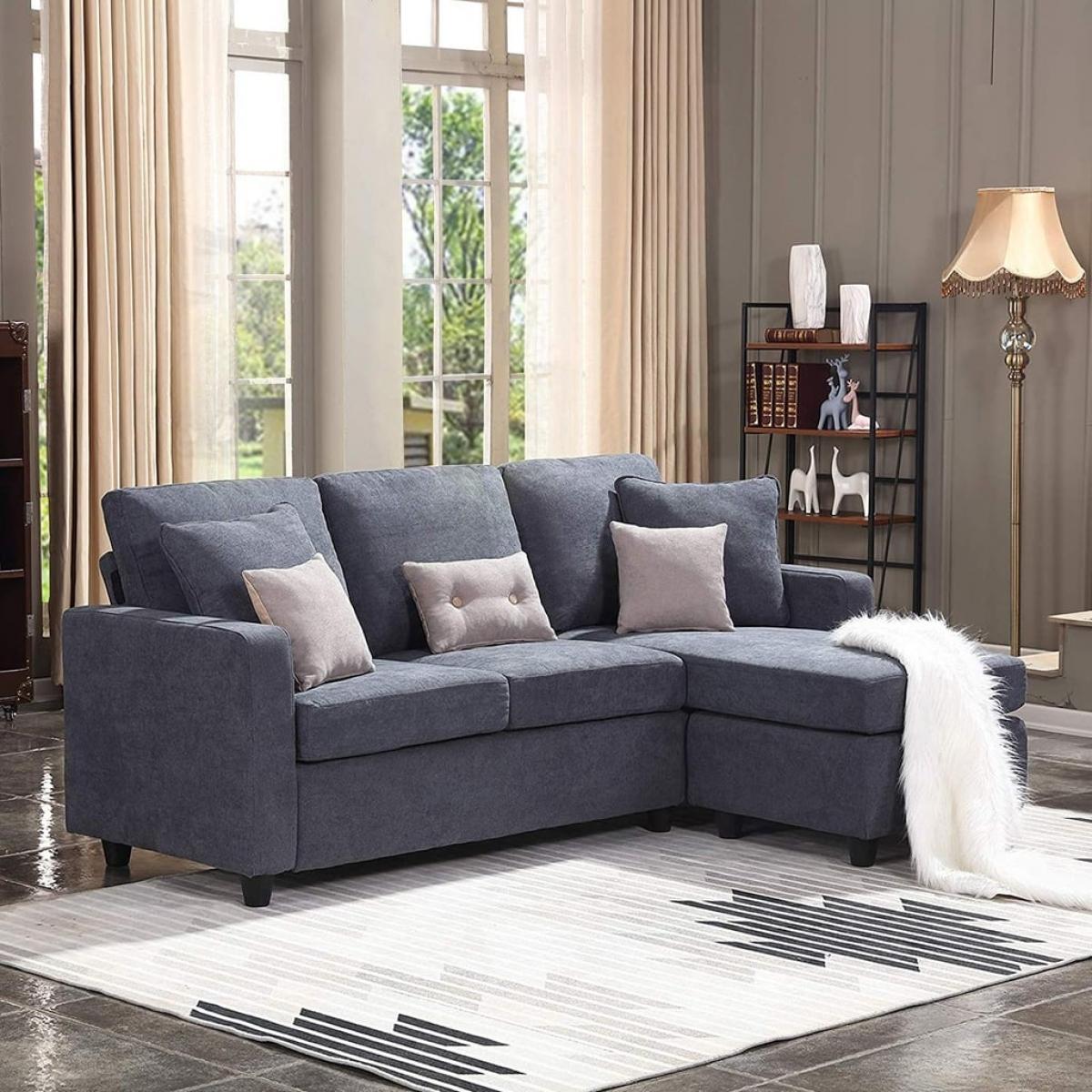 Chất liệu sofa cũng là điều cần quan tâm. Bạn có thể chọn những chiếc sofa chắc chắn với phần đệm dày để đảm bảo sự ấm áp.