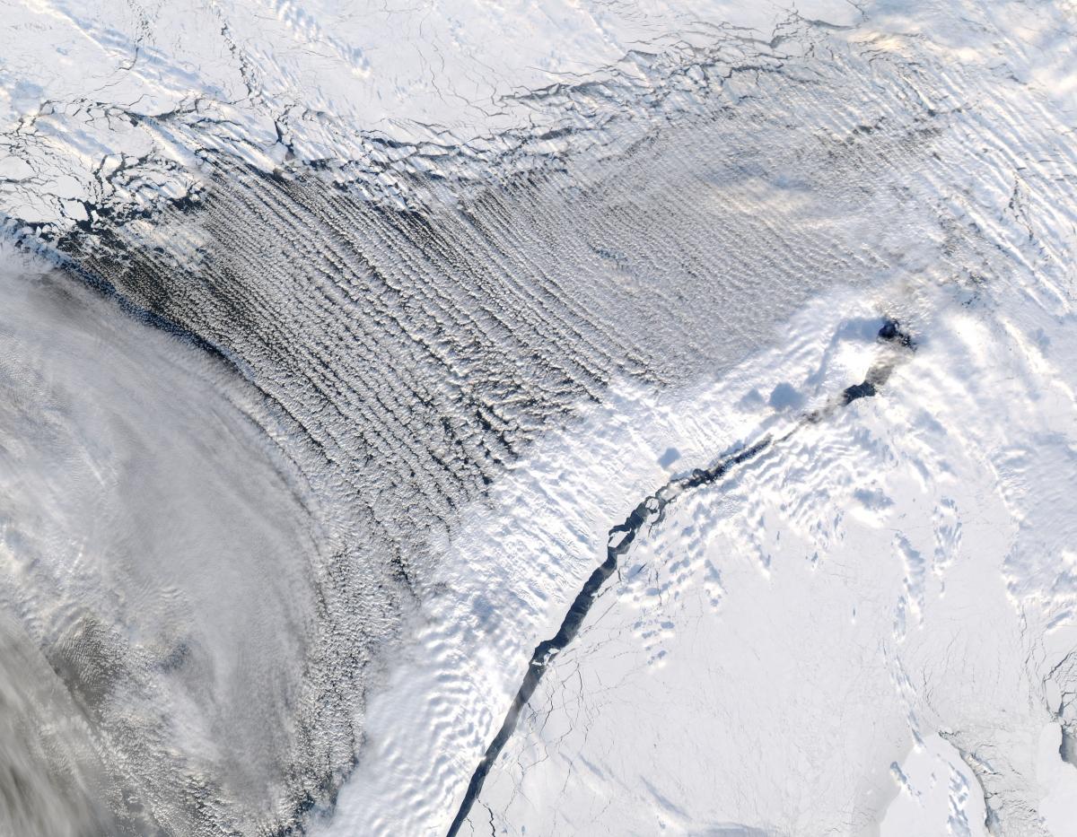 Bức ảnh Biển Barents được chụp từ không gian giúp chúng ta hiểu hơn về sự hình thành tự nhiên của vùng biển này tại Na Uy.