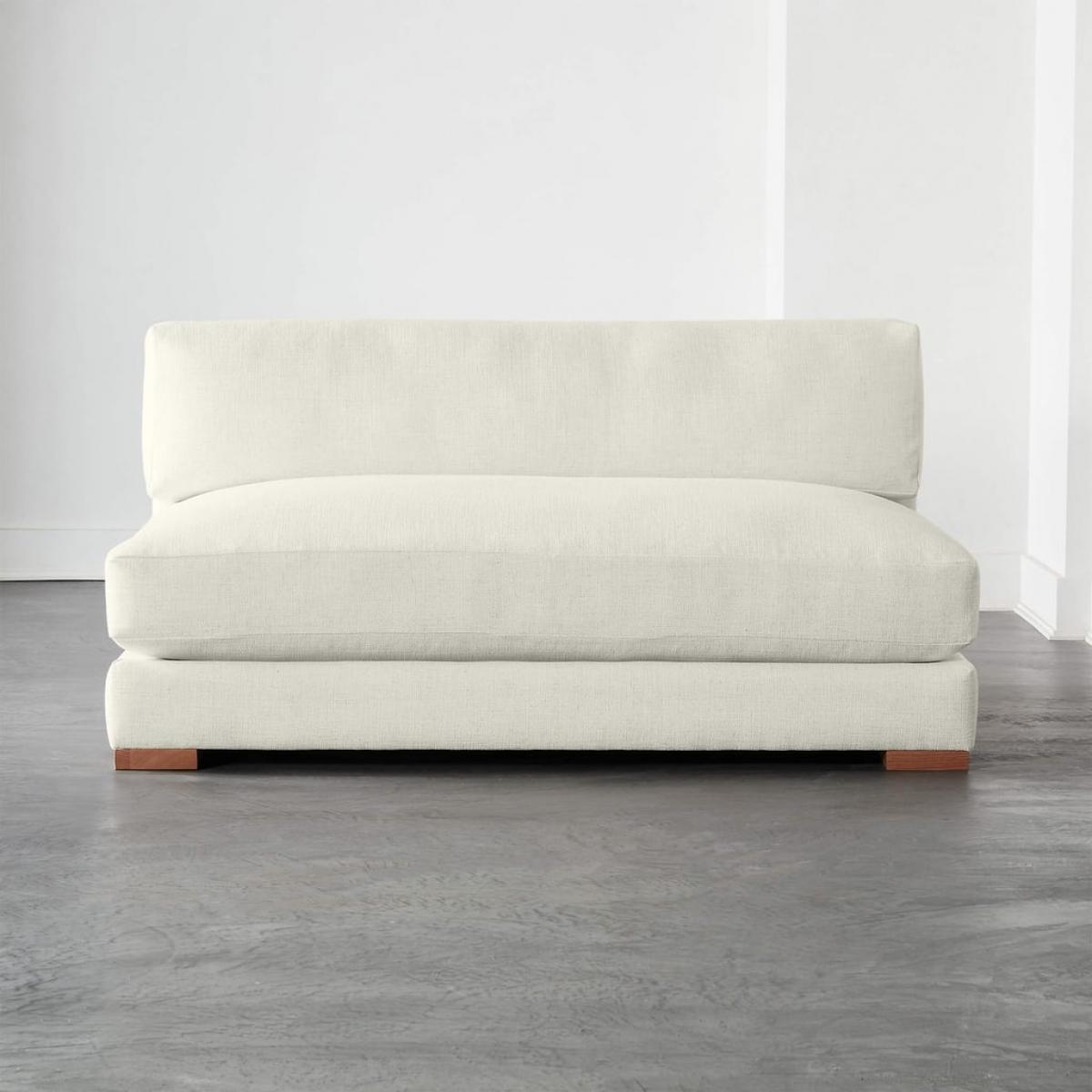 Loại sofa này phù hợp với các căn hộ nhỏ, phần đệm có thể tháo ra, đặt trực tiếp dưới đất, tạo thành một giường nhỏ.