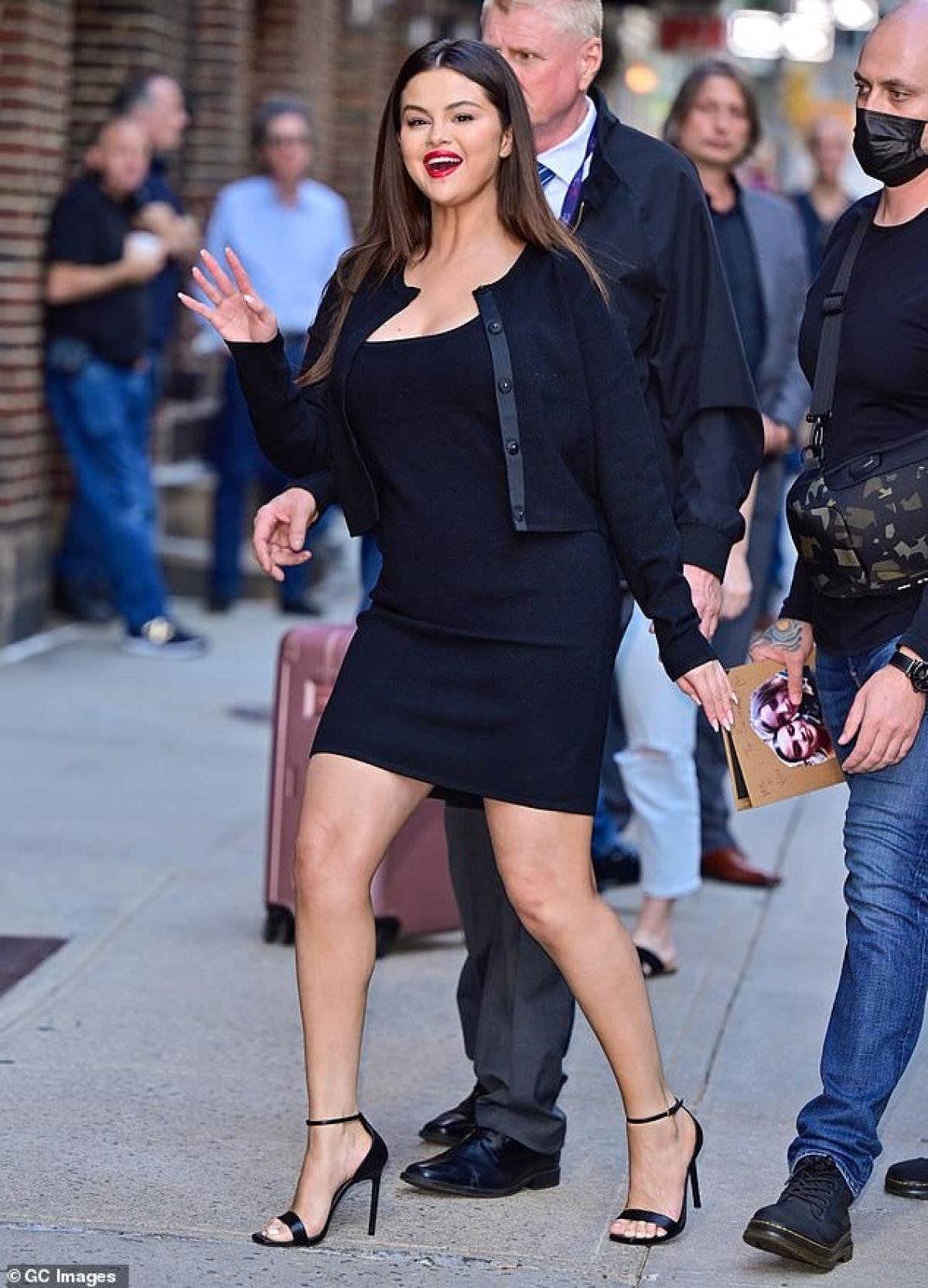 """Trước đó, Selena Gomez cũng tiết lộ ý định giải nghệ khi đang ở đỉnh cao trong sự nghiệp âm nhạc. """"Thật khó để tiếp tục hoạt động âm nhạc khi mọi người không coi trọng bạn"""", Gomez chia sẻ. Selena cho biết cô muốn sống chậm lại, tận hưởng cuộc sống và theo đuổi những mục tiêu mới trong cuộc sống./."""