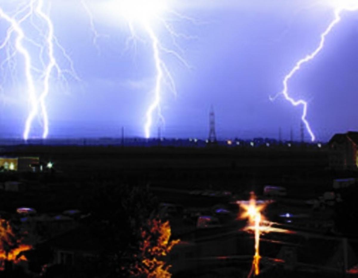 Tia sét mạnh xảy ra liên hồi tại thành phố Đông Hà vào rạng sáng 7/9.