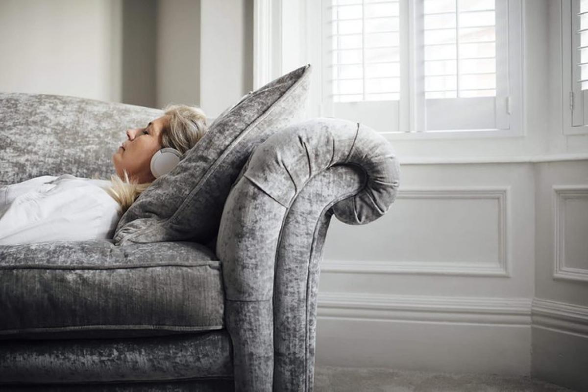 Ngủ trưa: Một nghiên cứu năm 2016 trên người từ 65 tuổi trở lên đã chỉ ra rằng giấc ngủ ngắn sau bữa trưa có thể giúp cải thiện chức năng não bộ. Trong nghiên cứu này, những người không ngủ trưa có kết quả bài kiểm tra tư duy kém hơn nhiều so với những người ngủ trưa.