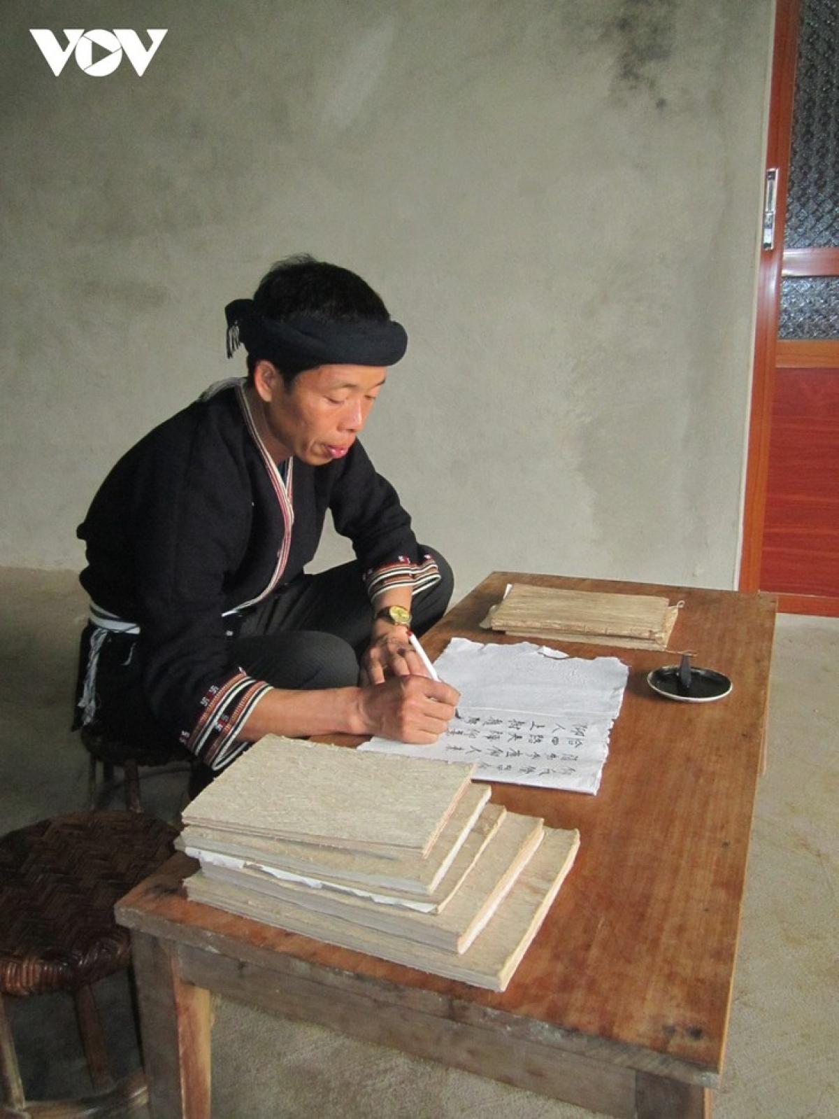 Ban Van Duc studiesDaoancient books.