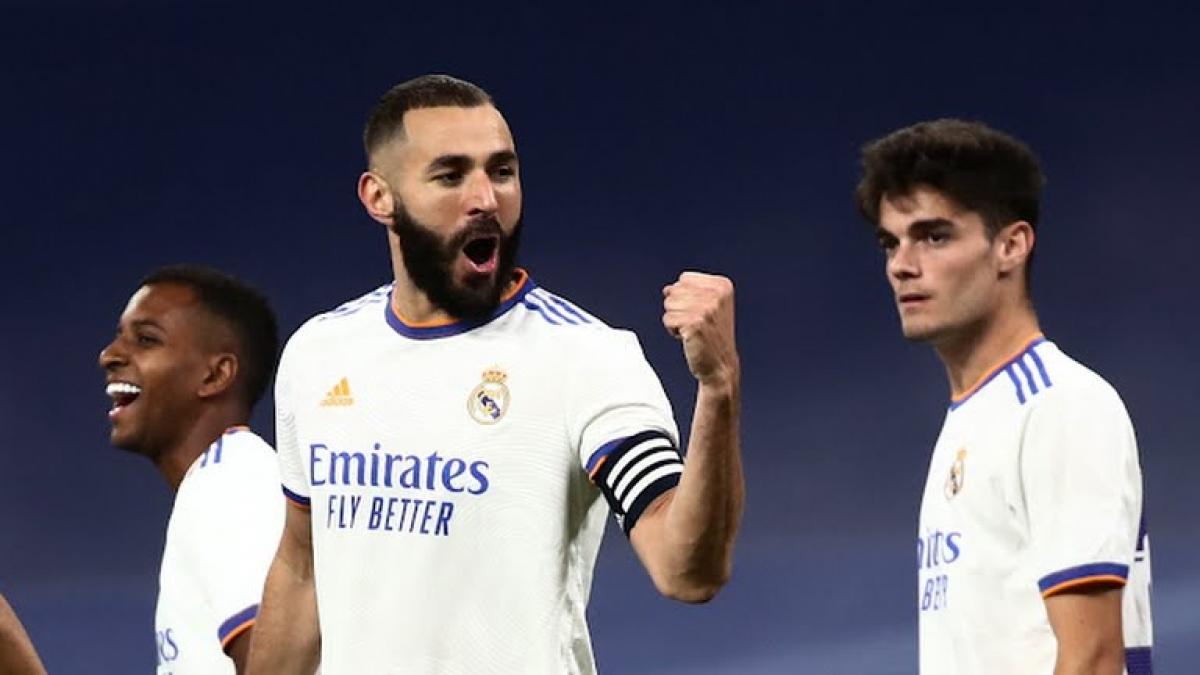 Benzema ghi bàn mở tỉ số sớm cho Real Madrid (Ảnh: Reuters).