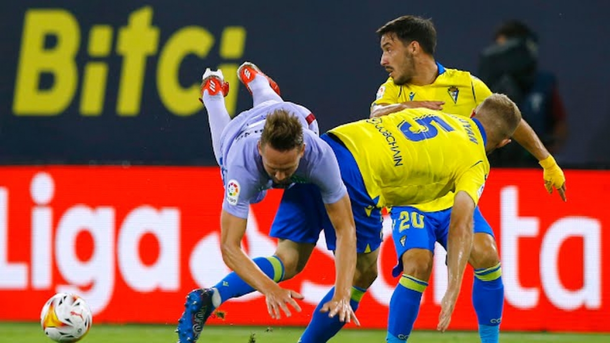 Cadiz gây rất nhiều khó khăn cho Barca (Ảnh: Reuters).