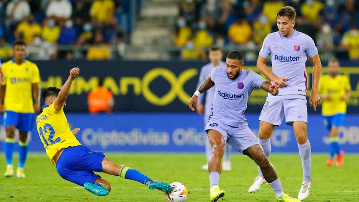 Barca bất lực trong việc ghi bàn vào lưới của Cadiz (Ảnh: Reuters).