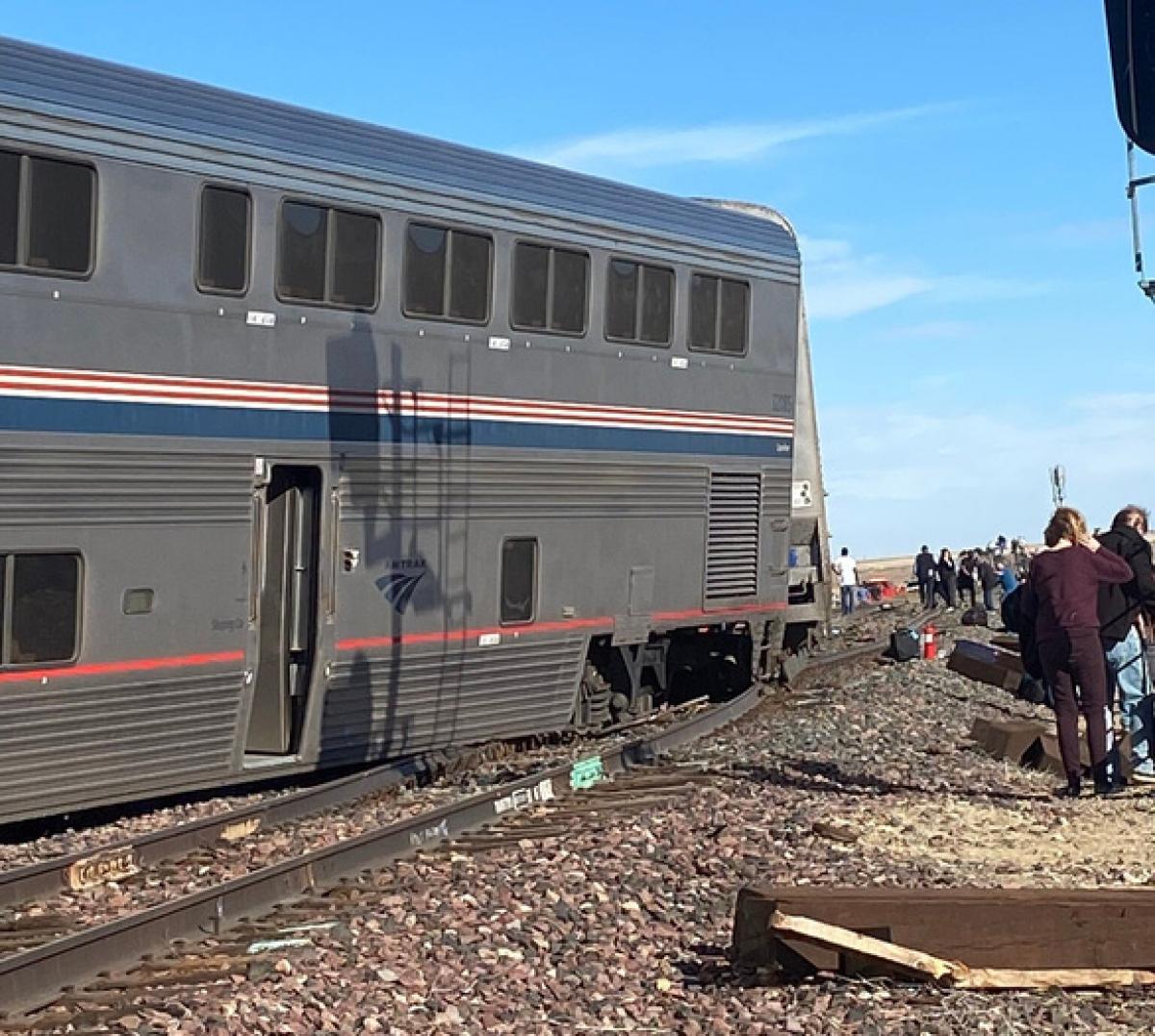 Đoàn tàu trật bánh khiến ít nhất 3 người thiệt mạng và 50 người bị thương ở bang Montana (Mỹ). (Ảnh: NYT)