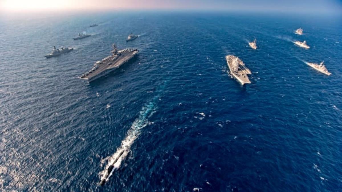 Tàu sân bay và tàu chiến tham gia tập trận chung gồm Mỹ, Nhật Bản, Ấn Độ và Australia ở Biển Bắc Arab tháng 11/2020. Ảnh: AP