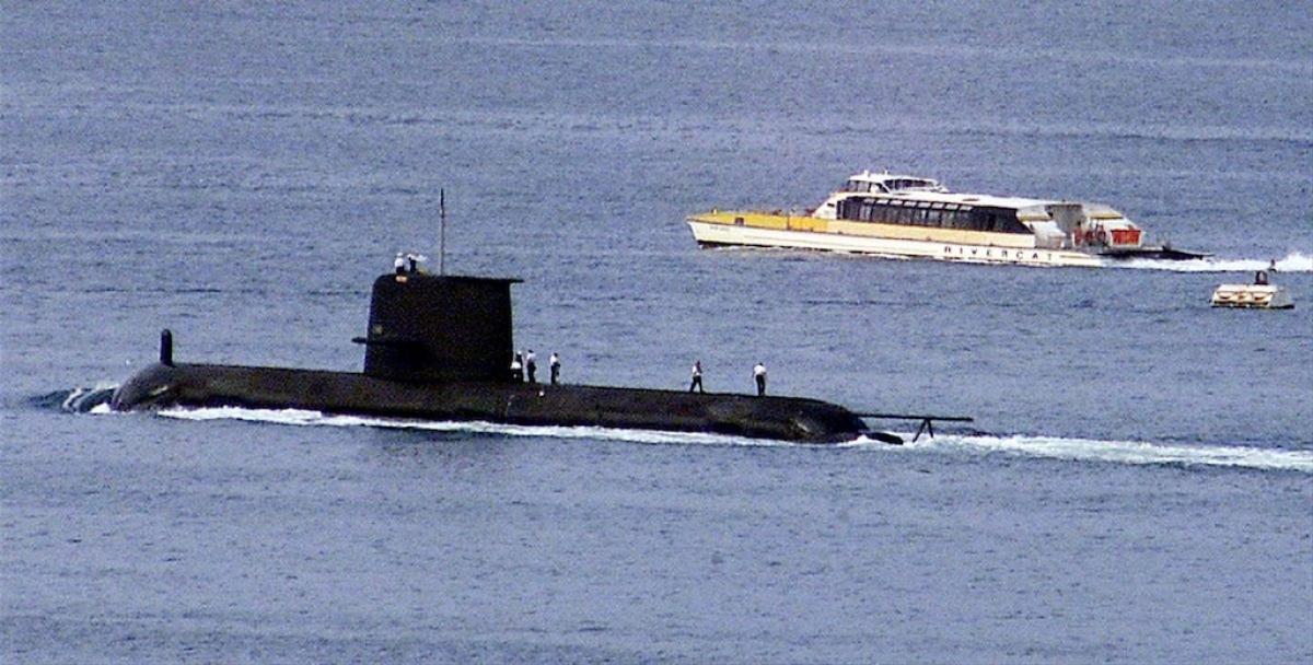 Tàu ngầm lớp Collins HMAS Waller của Australia rời cảng Sydney ngày 4/5/2020. Ảnh: Reuters