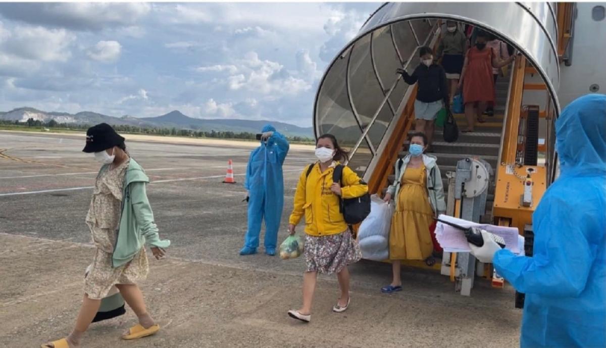 145 thai phụ và 3 trẻ em đã về đến sân bay Chu Lai, tỉnh Quảng Nam- Ảnh Thiên Quỳ Tử