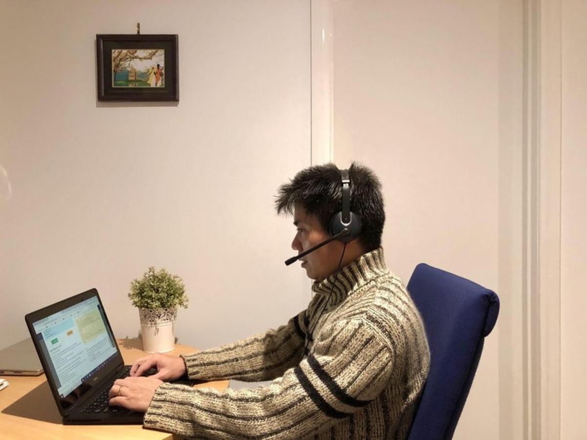 Tình nguyện tham gia cùng mạng lưới Thầy thuốc đồng hành của Hội thầy thuốc trẻ Việt Nam, PGS TS Nguyễn Tuấn Anh dành các buổi tối hàng ngày sau giờ làm việc để gọi về tư vấn cho bệnh nhân.