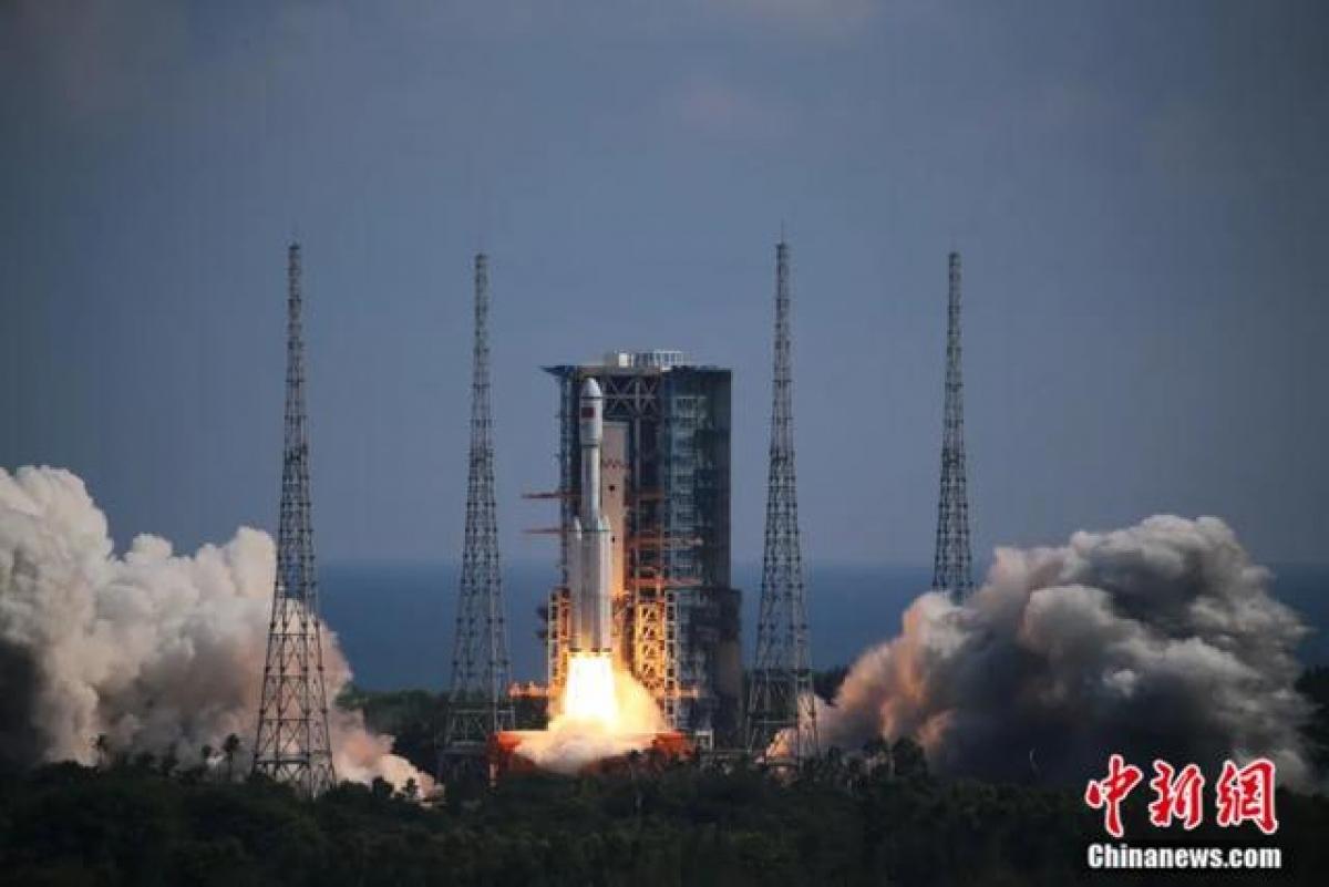 Tên lửa đẩy Trường Chinh-7Y4 đưa tàu chở hàng Thiên Châu-3 lên vũ trụ. Ảnh Chinanews