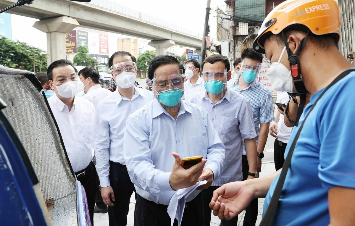 """Thủ tướng thị sát """"điểm nóng"""" Covid-19 tại phường Thanh Xuân Trung, quận Thanh Xuân, Hà Nội."""