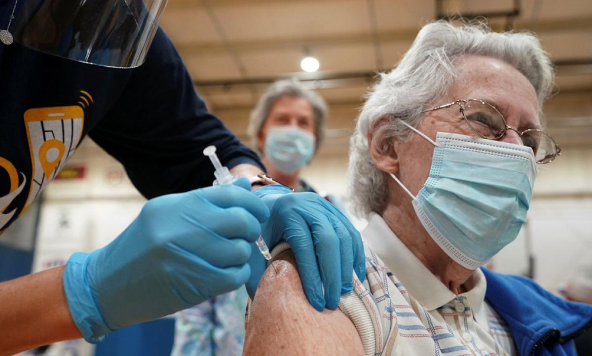 Một điểm tiêm chủng vaccine Covid-19 tại Martinsburg, bang Tây Virginia, Mỹ hôm 11/3. Ảnh:Reuters.