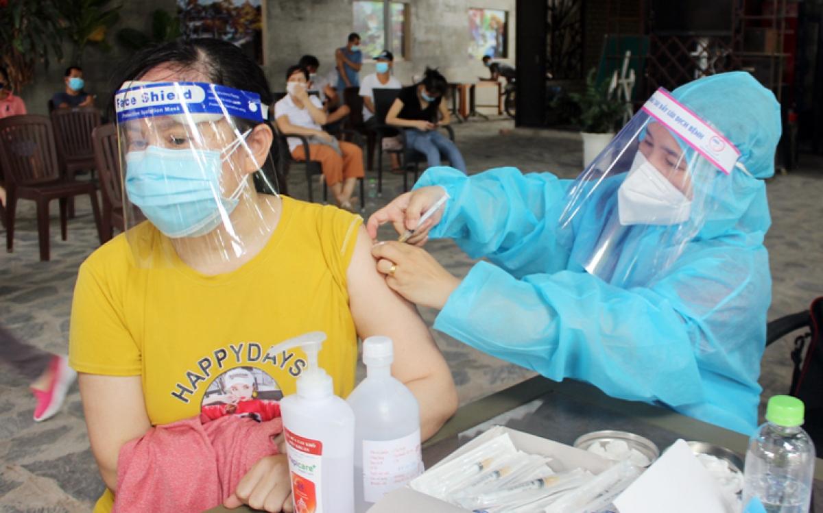 Tiêm vaccine cho người dân TP.Biên Hòa (Ảnh: CDC Đồng Nai)