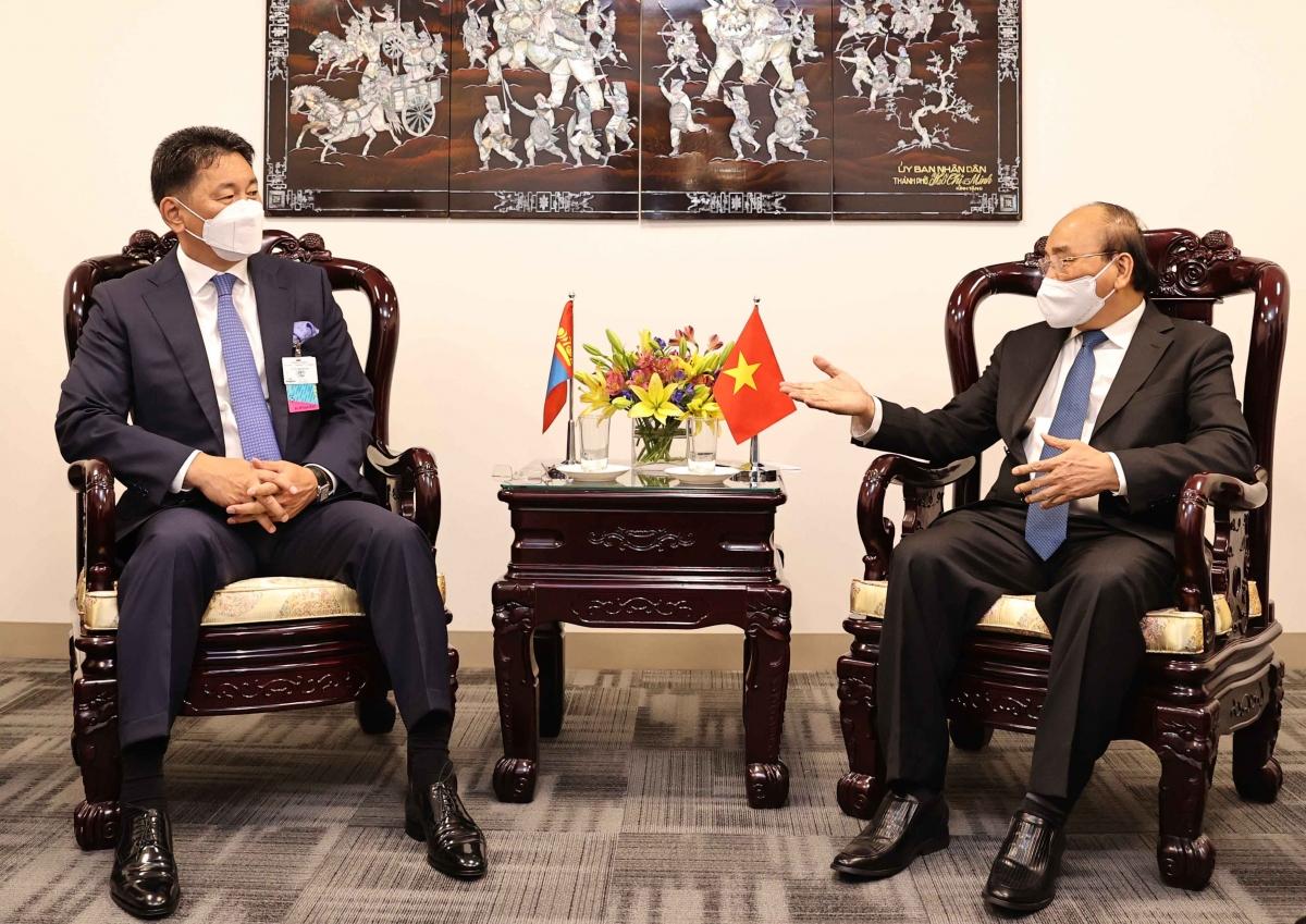 Chủ tịch nước Nguyễn Xuân Phúc tiếp Tổng thống Mông Cổ