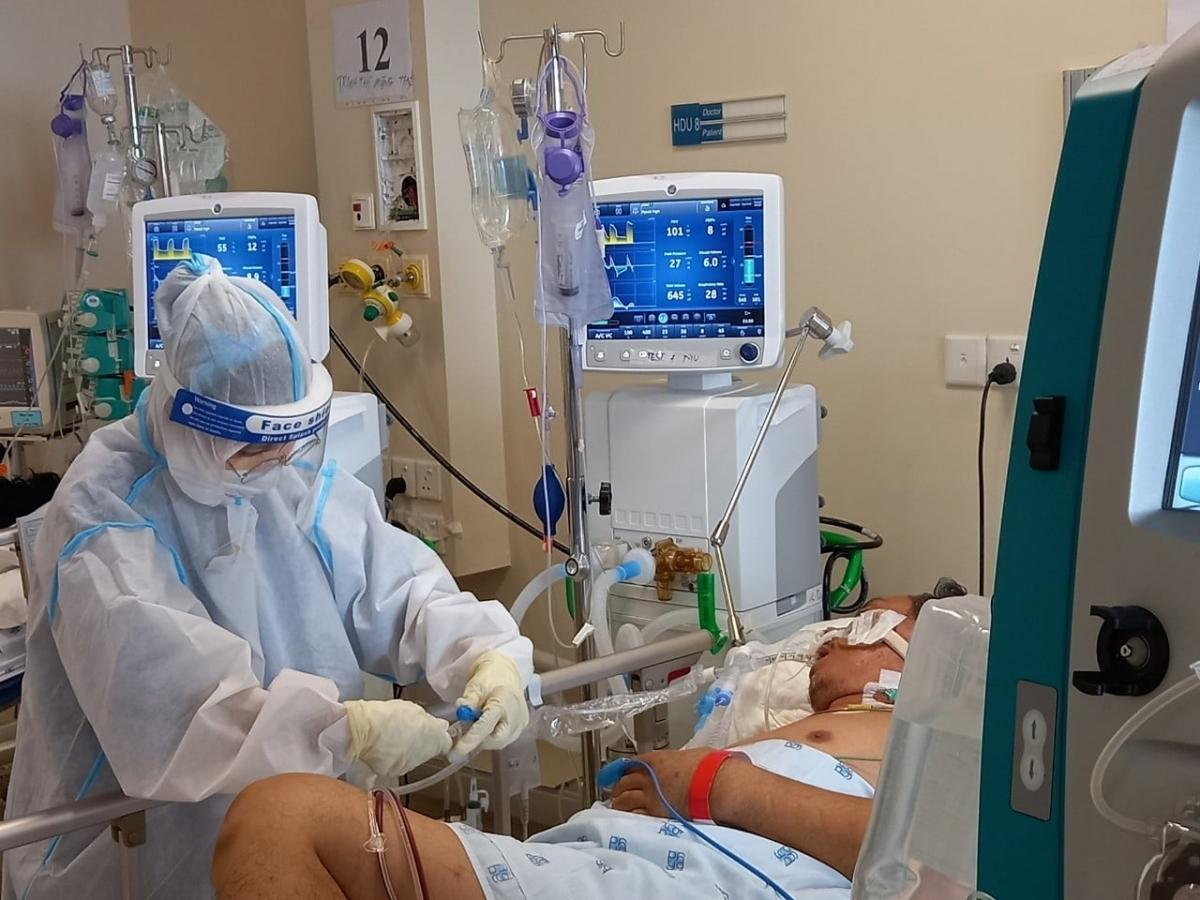 Điều trị bệnh nhân COVID-19 nặng tại TP.HCM. (Ảnh: Bộ Y tế)