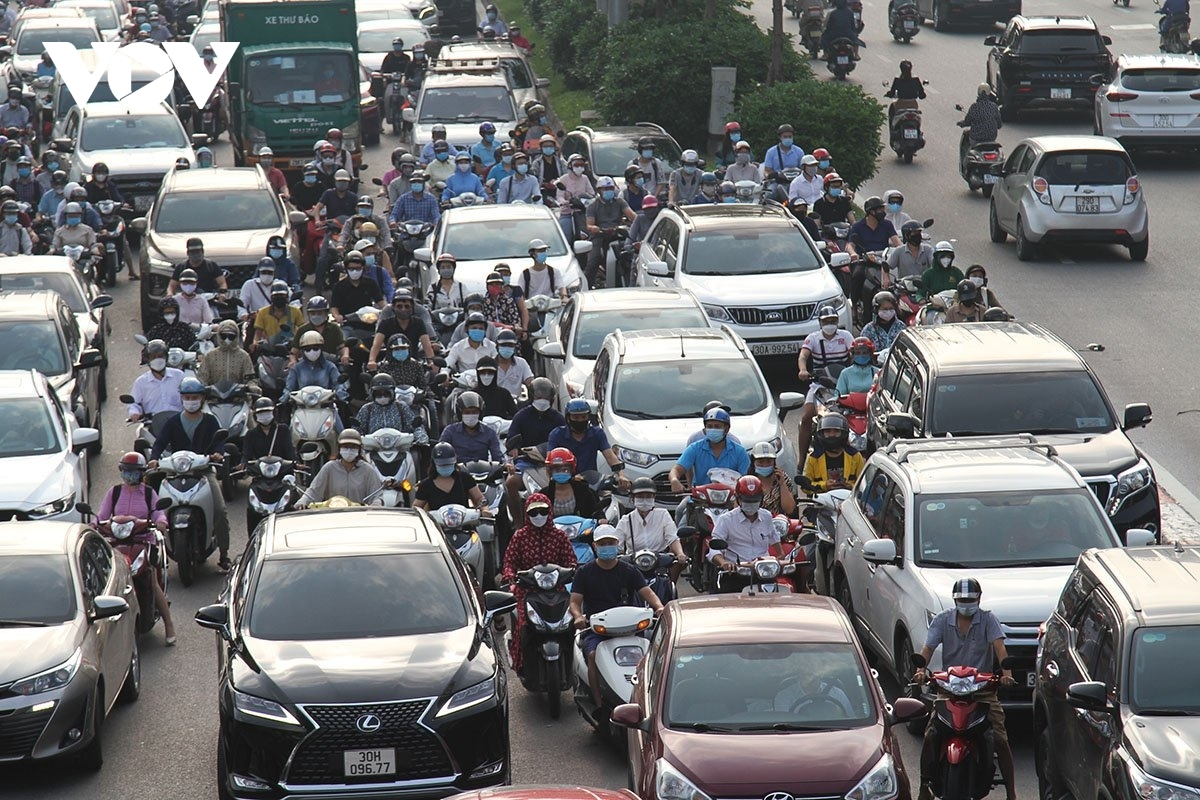 Long lines of vehicles and motorcycles can be seen causing heavy congestion on several major roads throughout Hanoi.
