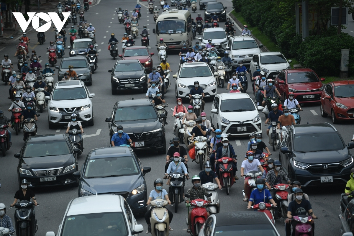 Traffic congestion could be seen on many streets at peak hours.