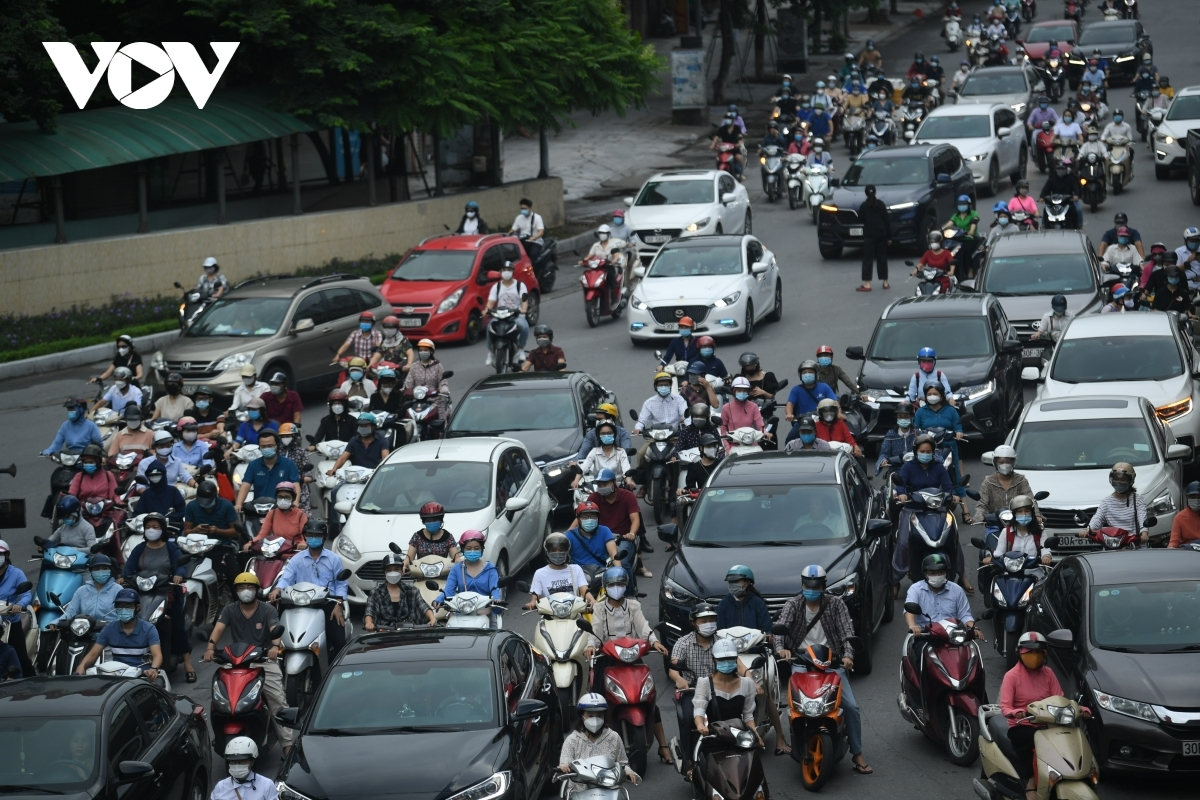 A familiar sight of traffic jams could be seen on Nga Tu So road.