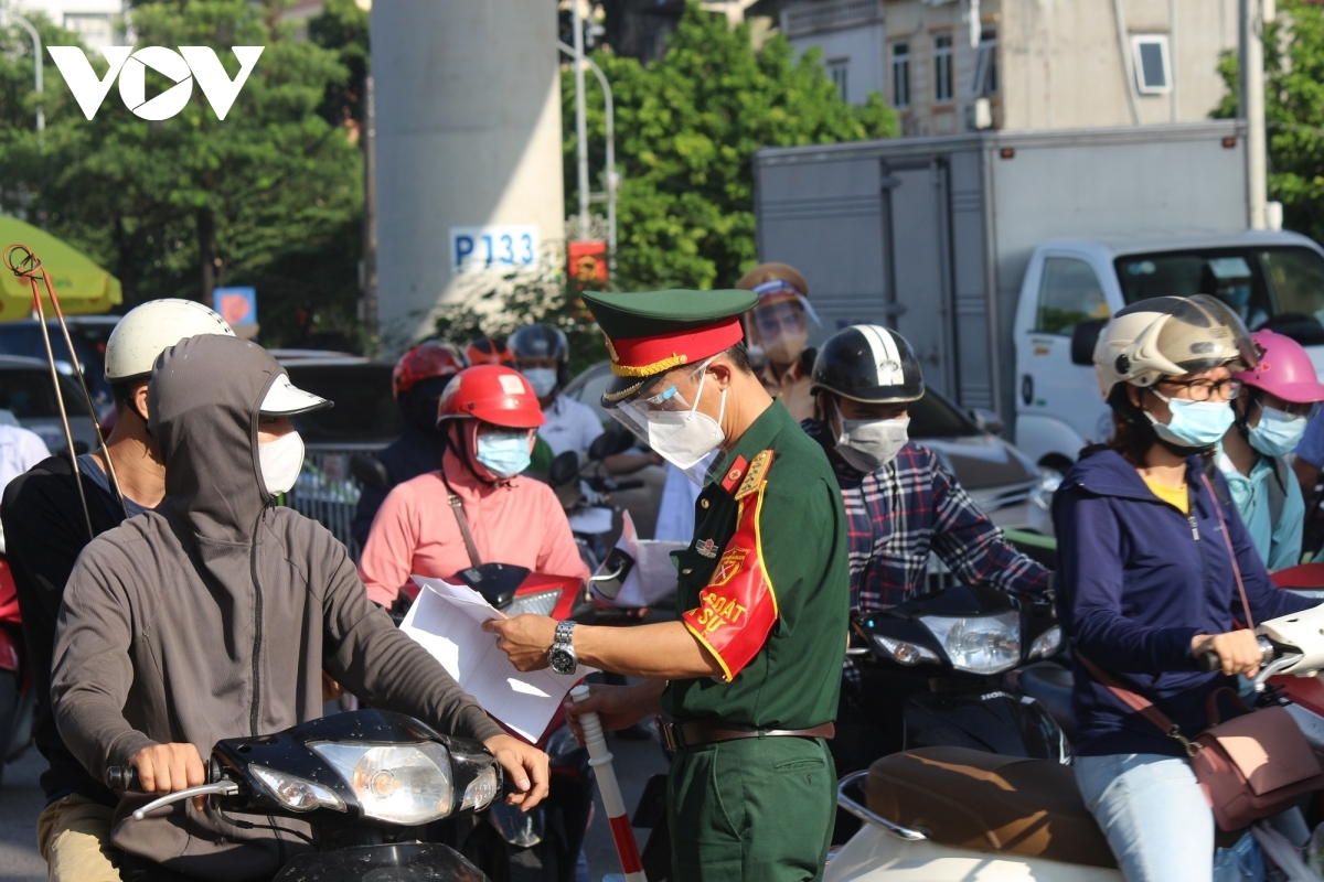 Soldiers are present to remind people of the new changes Hanoi has introduced. Some drivers are forced to turn around as they don't have a valid reason for going out.