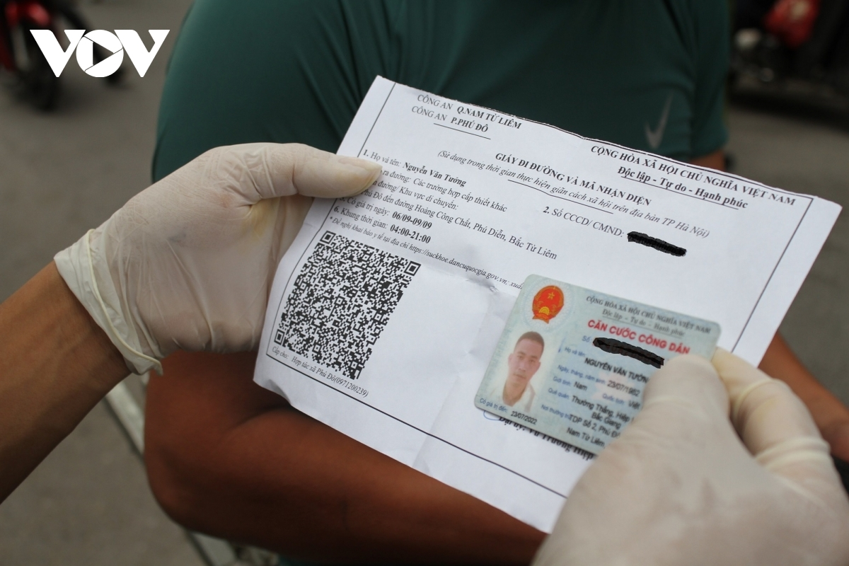 Some local people use the new form of the travel permit, using their QR code.