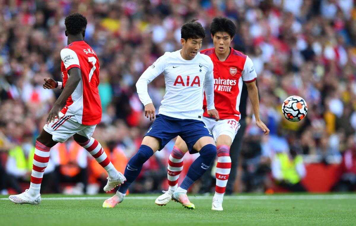 Những phút thi đấu vừa qua hai đội đã chơi ăn miếng trả miếng (Ảnh: Reuters).