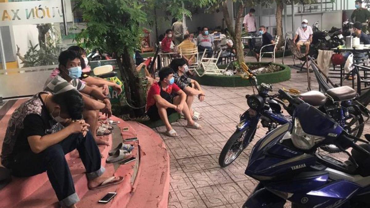Nhóm thanh niên tụ tập tại quán Bida ở phường Phú Hòa, thành phố Thủ Dầu Một