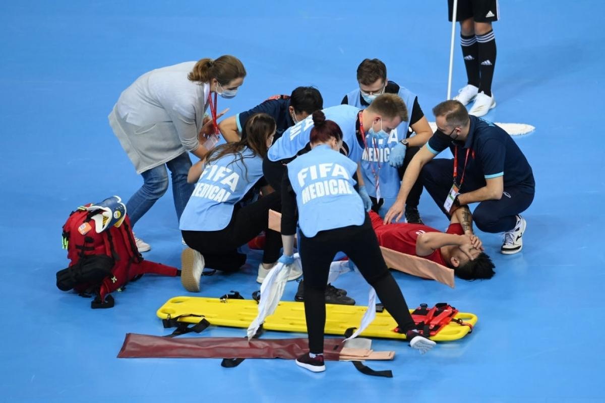 Đức Tùng chấn thương nặng, sớm chia tay Futsal World Cup 2021. (Ảnh: Getty).