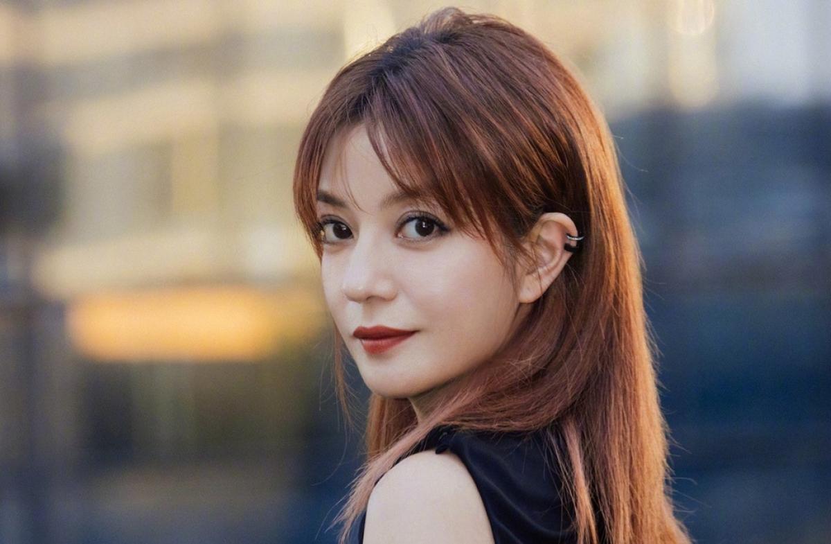 Triệu Vy bị xoá tên khỏi các tác phẩm truyền hình, điện ảnh và hàng loạt giải thưởng lớn.