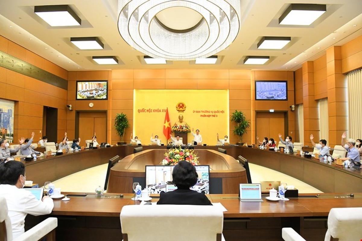 Ủy ban Thường vụ Quốc hội biểu quyết về việc thành lập TP Từ Sơn. Ảnh: Quốc hội