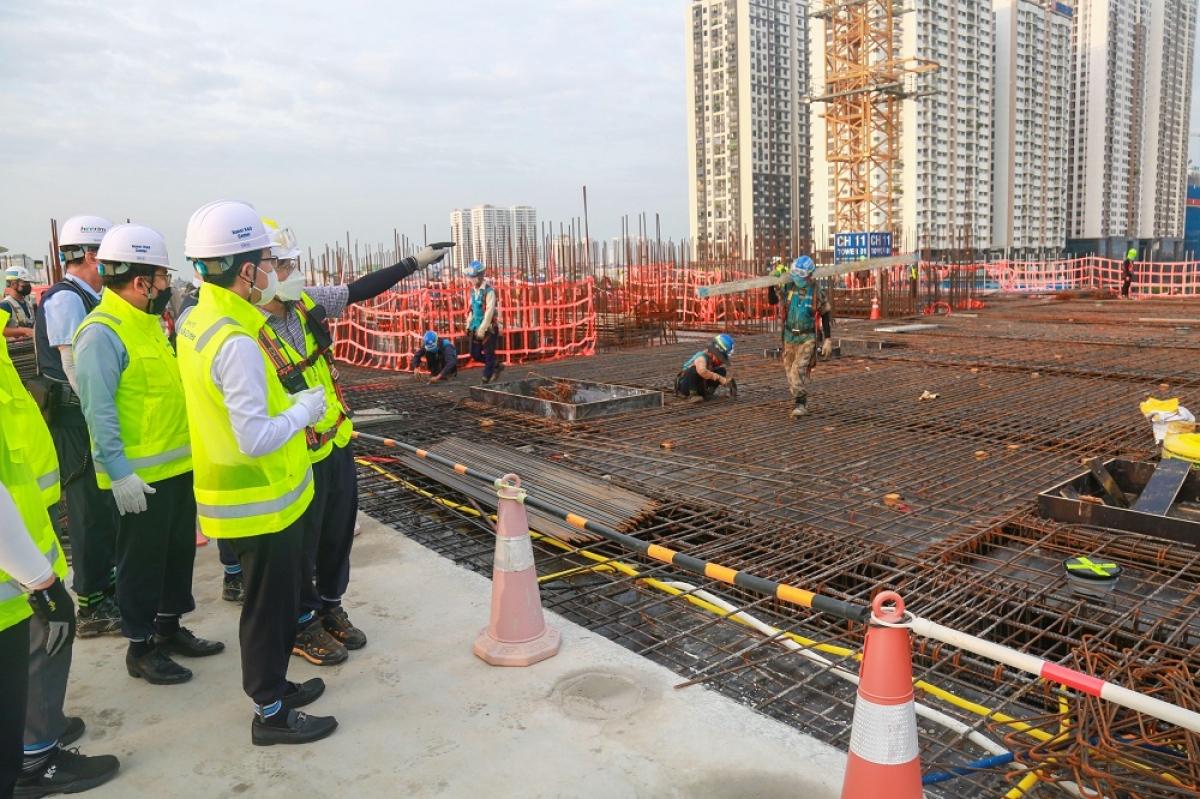 Vượt qua COVID-19, công trình xây dựng trung R&D đang trên đường về đích đúng tiến độ cam kết, hoàn thành vào cuối năm 2022 theo cam kết với Chính phủ Việt Nam.