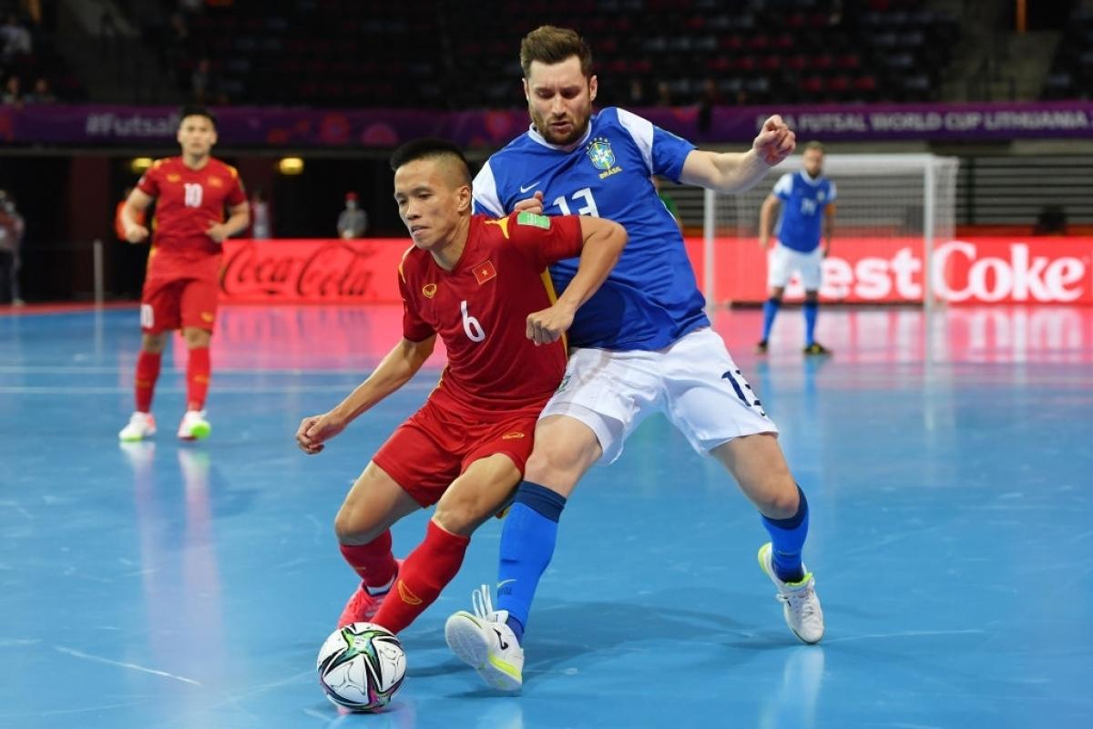 Sang hiệp 2, Brazil tiếp tục thể hiện sự vượt trội.