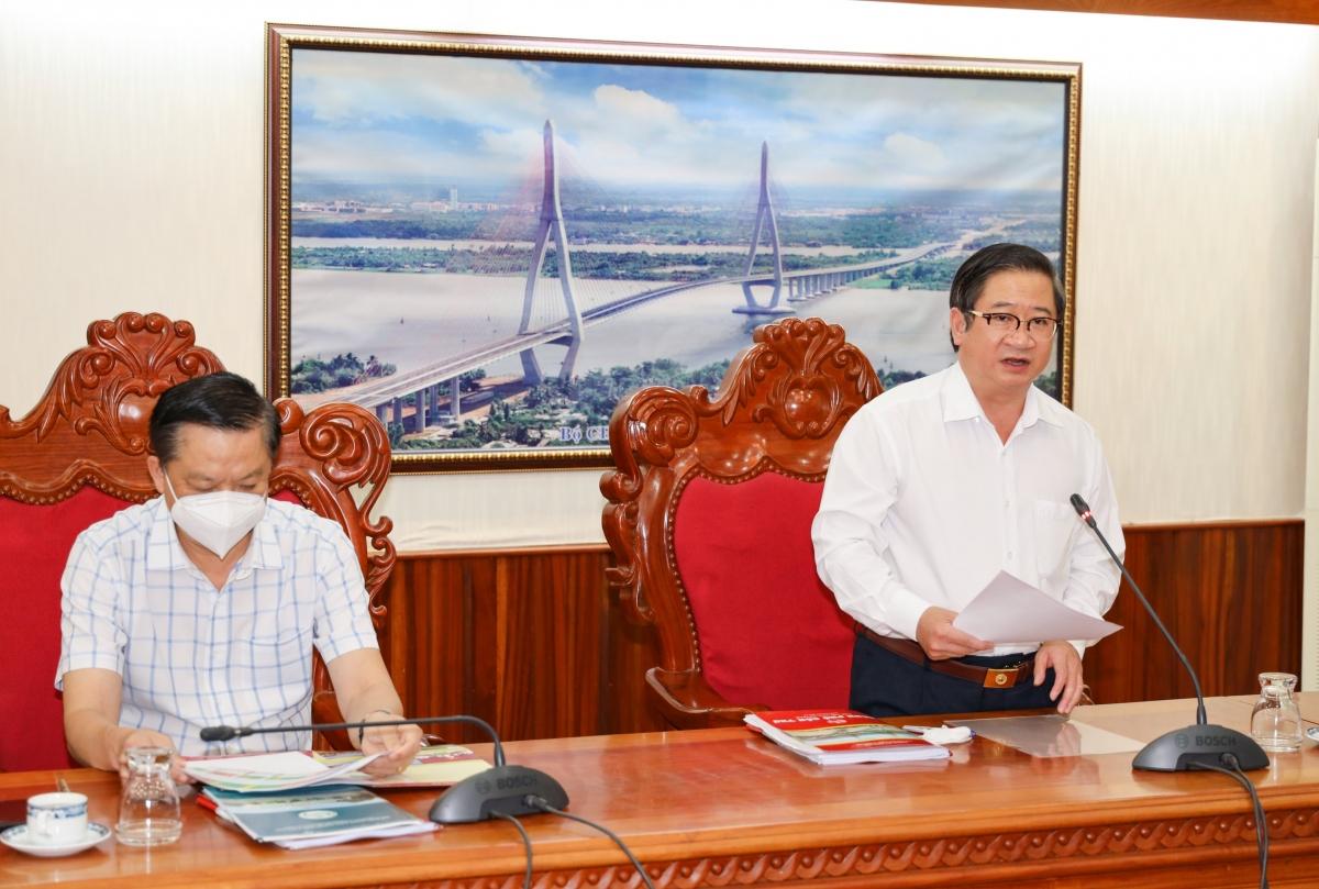 Ông Trần Việt Trường, Chủ tịch UBND TP Cần Thơ báo cáo tình hình phòng chống dịch trên địa bàn