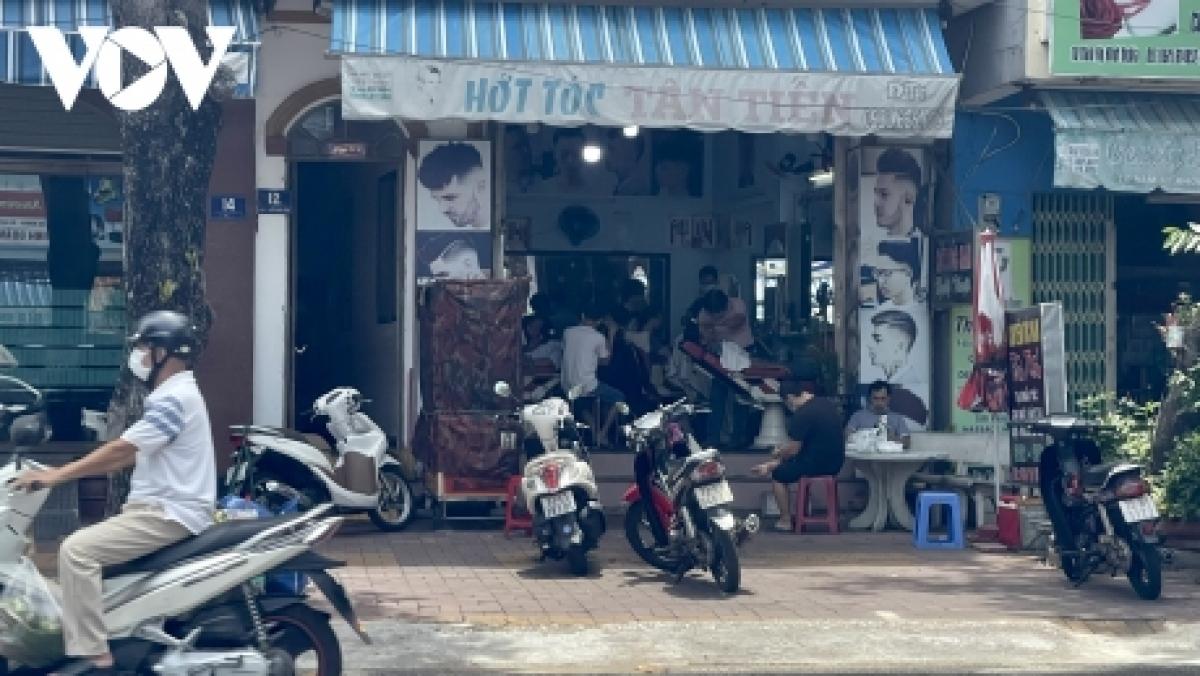 Nhiều tiệm cắt tóc ở Vũng Tàu cũng bắt đầu đón khách