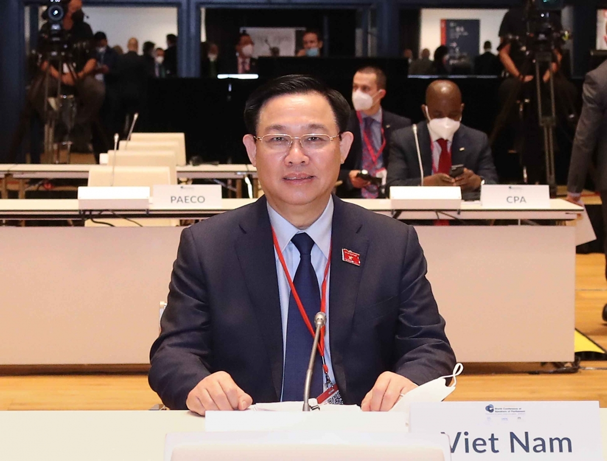 NA Chairman Vuong Dinh Hue attends the WCSP5 opening ceremony in Austria
