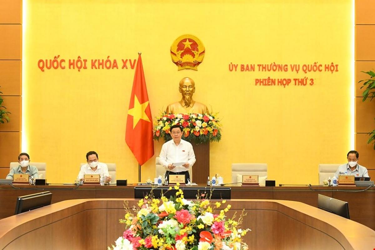 Chủ tịch Quốc hội Vương Đình Huệ điều hành nội dung làm việc. Ảnh: Quốc hội
