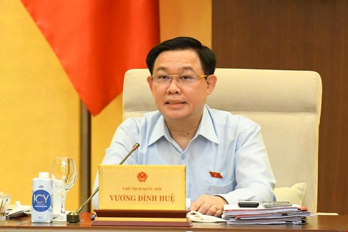 Ủy viên Bộ Chính trị, Chủ tịch Quốc hộiVương Đình Huệ.