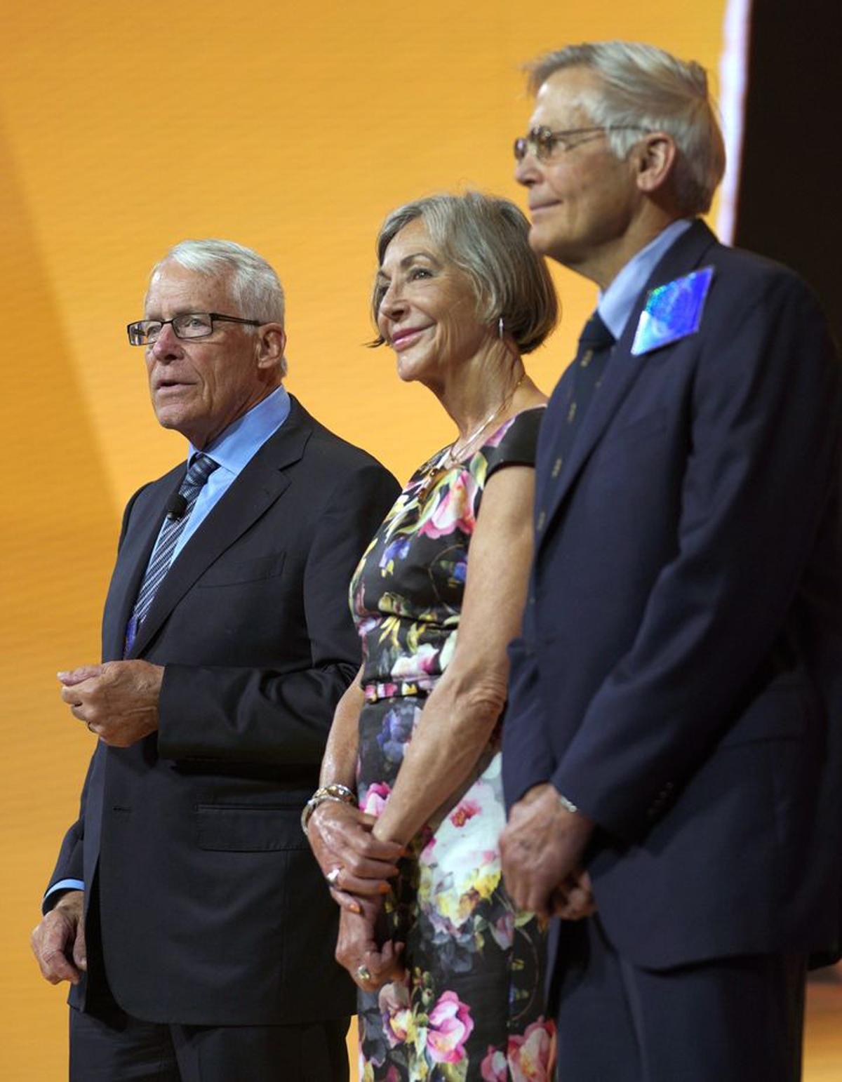 Gia đình Waltons hiện đang dẫn đầu trong danh sách những gia tộc giàu nhất thế giới, theo thông tin từ Bloomberg.