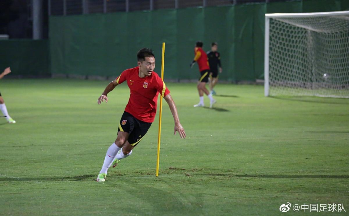 ĐT Trung Quốc tập luyện tại UAE. (Ảnh: SINA).