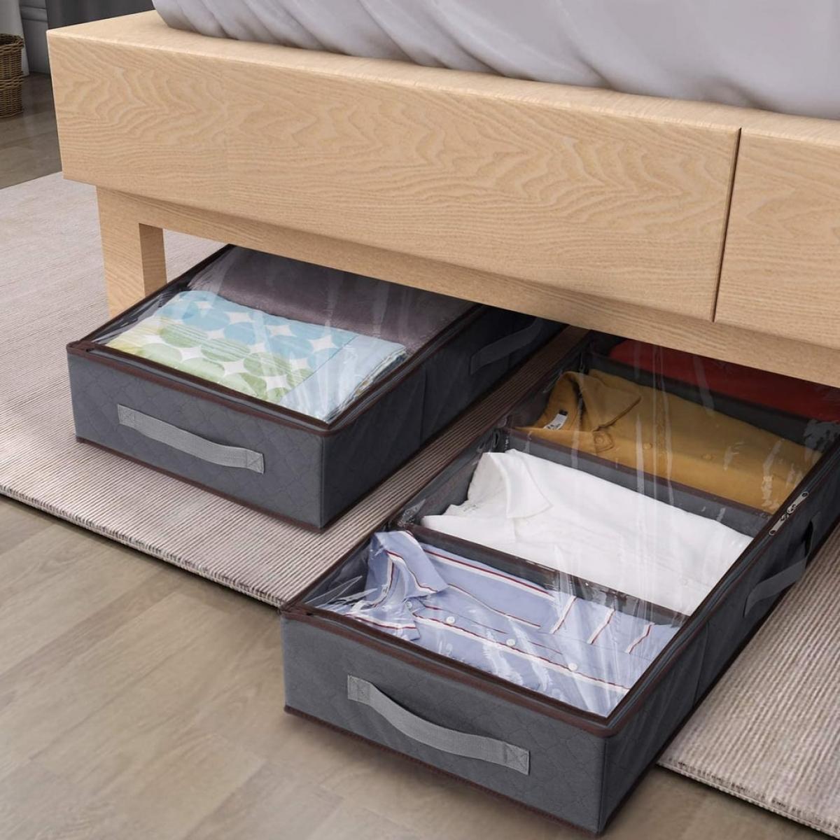 Không gian phía dưới sofa, dưới gầm giường khá thích hợp để cất đồ đạc. Miễn là bạn cho vào hộp kín để quần áo không bị bụi bẩn, nấm mốc./.
